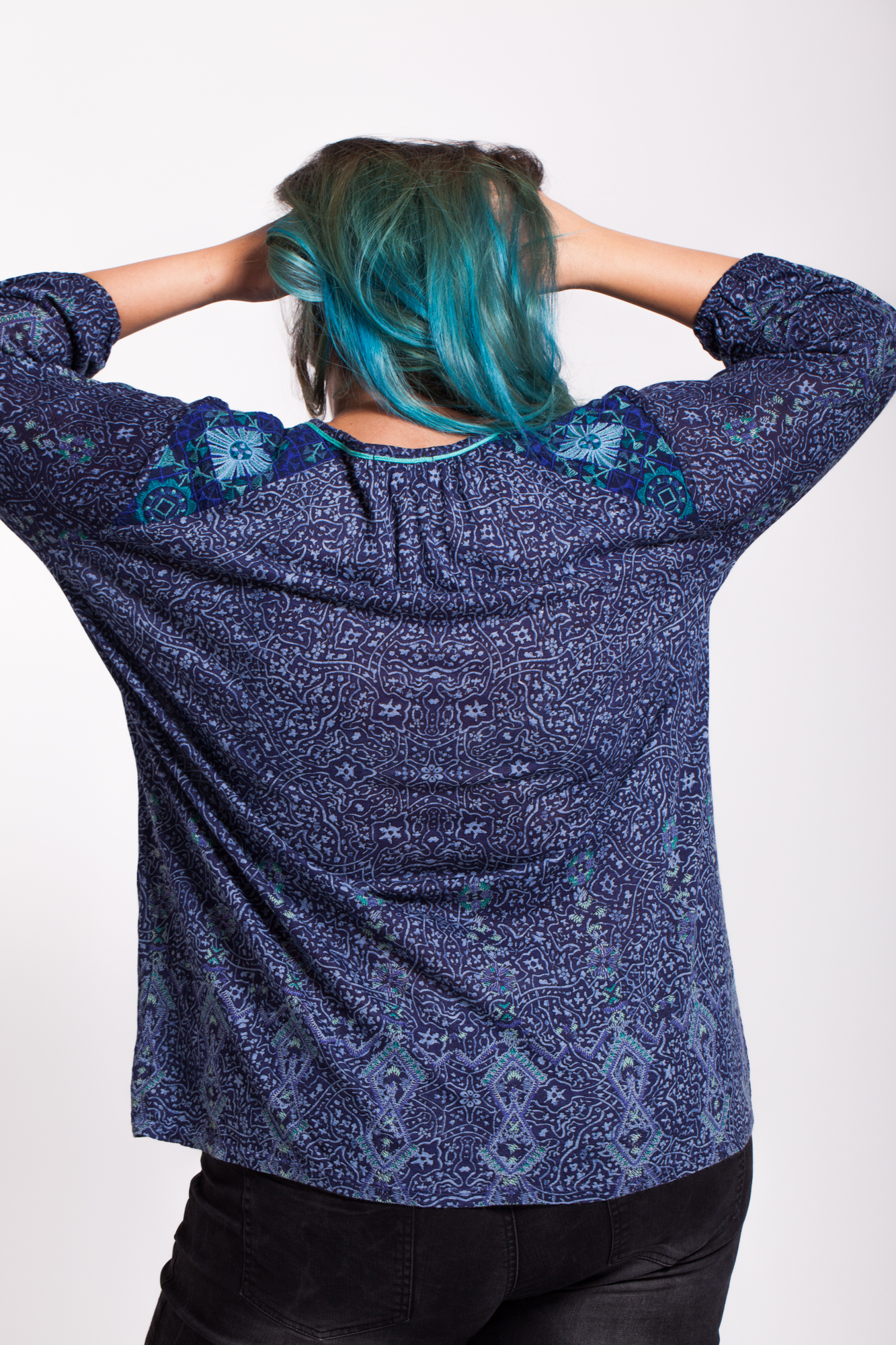 Bluza albastra imprimata Catalin
