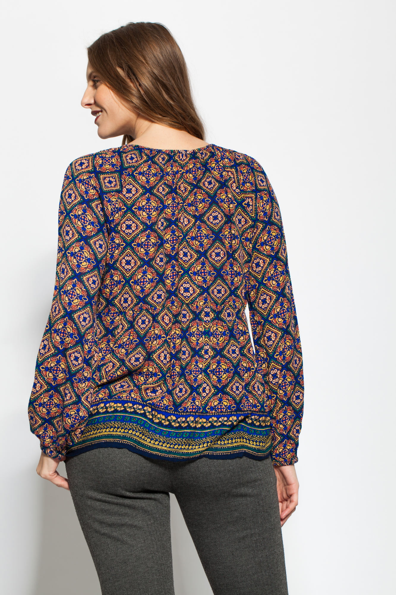 Bluza bleumarin vascoza cu imprimeu si ciucuri