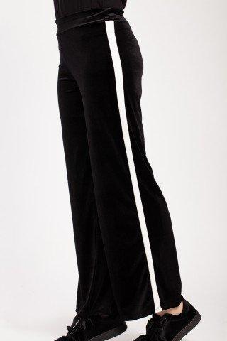 Pantaloni negri evazati Macha din catifea