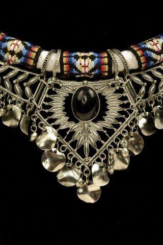 Colier alb model aztec