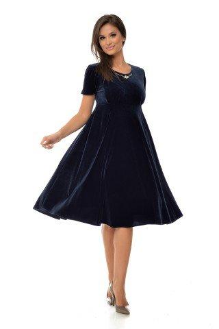 Rochie eleganta catifea bleumarin si bijuterie