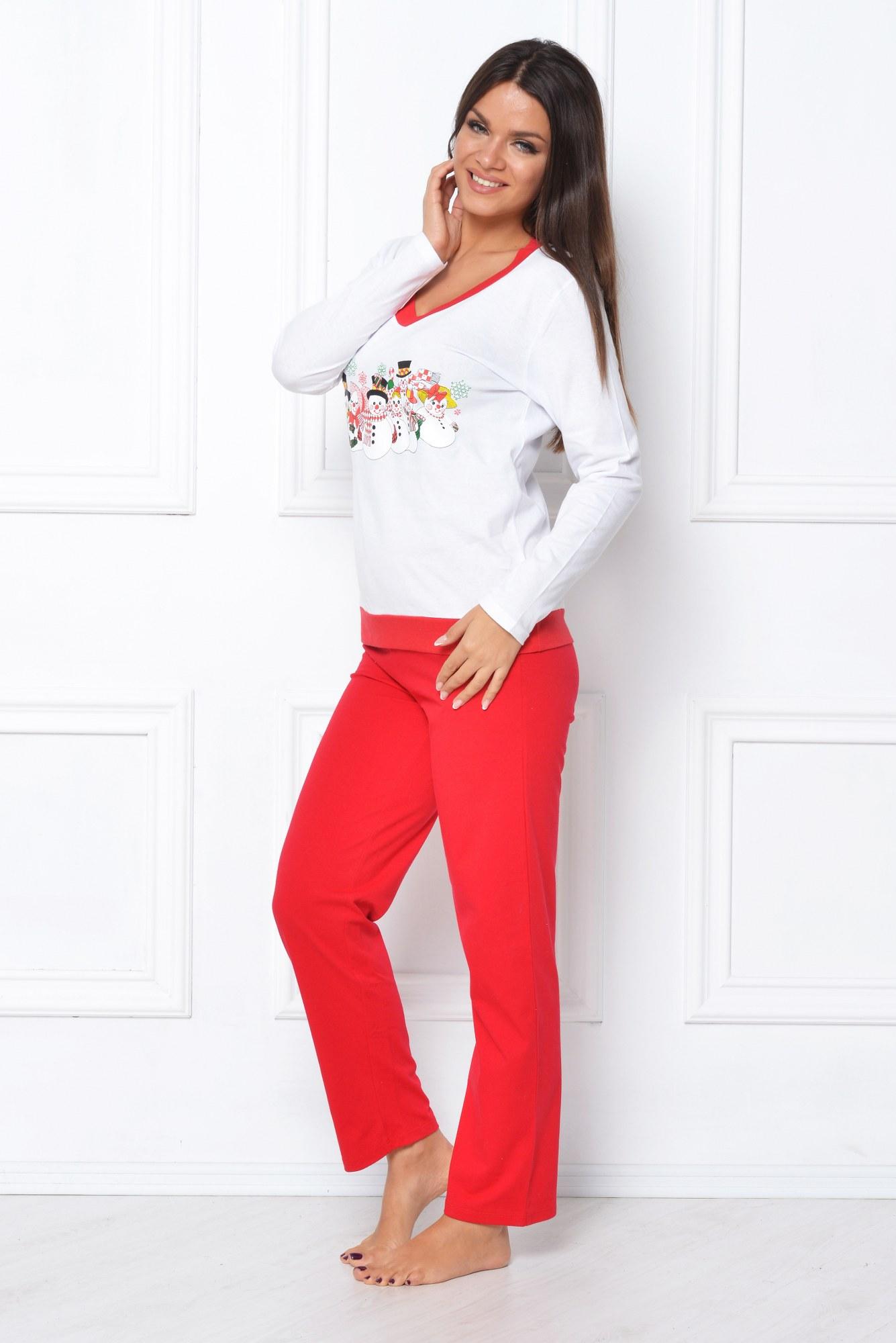 Pijama rosu-alb cu oameni de zapada