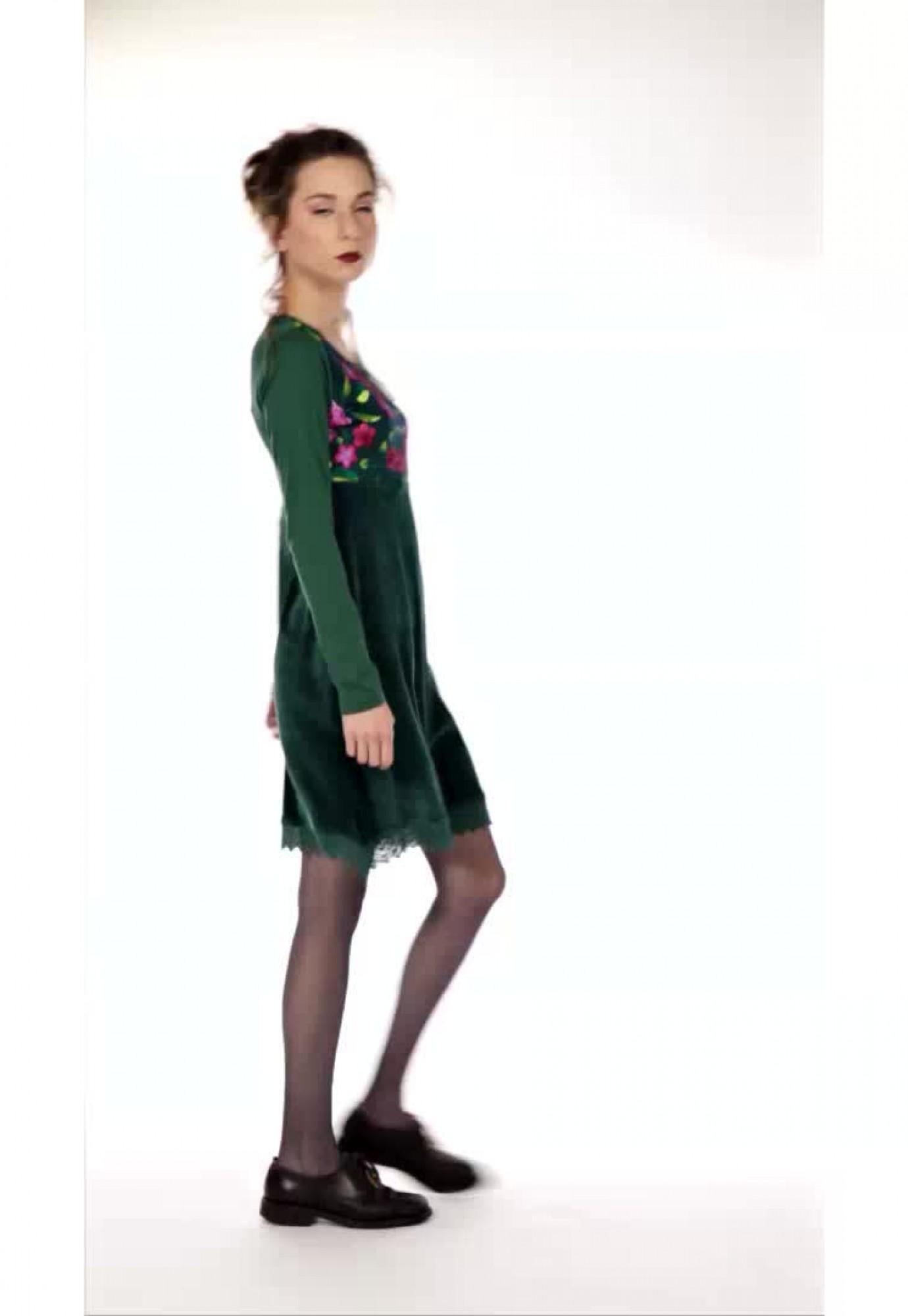 Rochie verde catifea Sandra cu broderie piept si bordura macrame