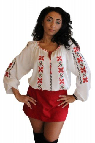 Bluza alba tip ie brodata cu motive traditionale